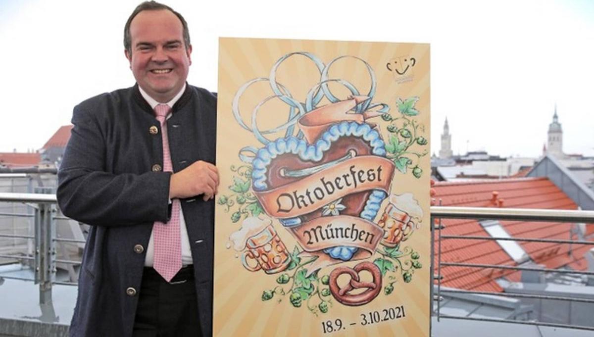Wiesenchef Clemens Baumgaertner mit Wiesnplakat 2021